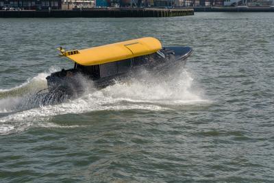 Watertaxi op Mobil SHC 629